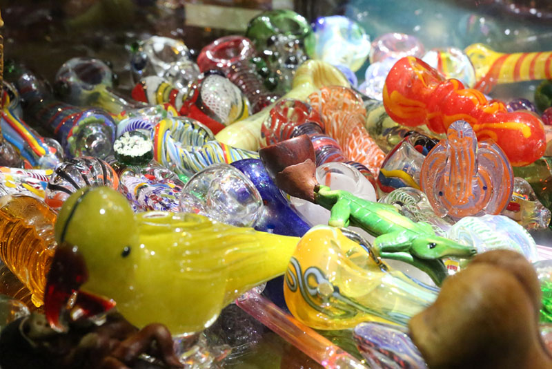 the Right Glass Pipe Accessories Wholesalers